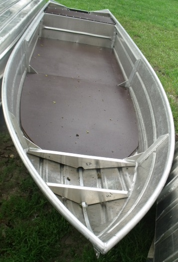 Лодка с настилом
